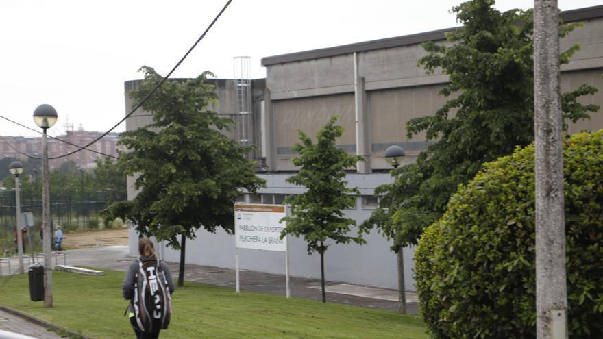 El pabellón de Perchera comienza a vacunar mañana ante el inminente cierre del Palacio de los Deportes