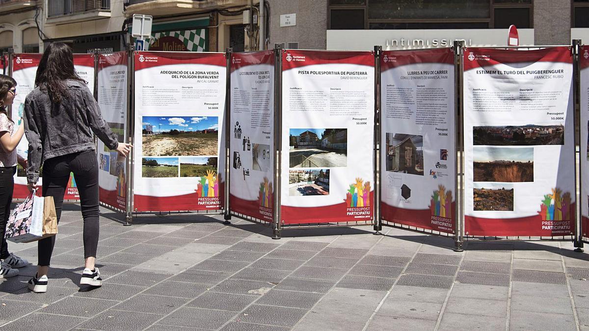 Lones a la plaça de Crist Rei de Manresa amb els projectes finalistes en l'edició del 2018   ARXIU/MIREIA ARSO