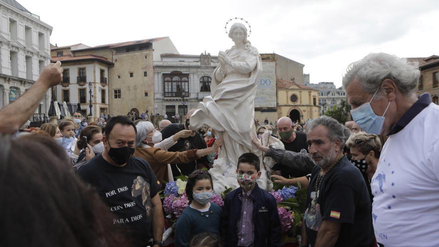 Oviedo, a los pies de la Virgen Peregrina