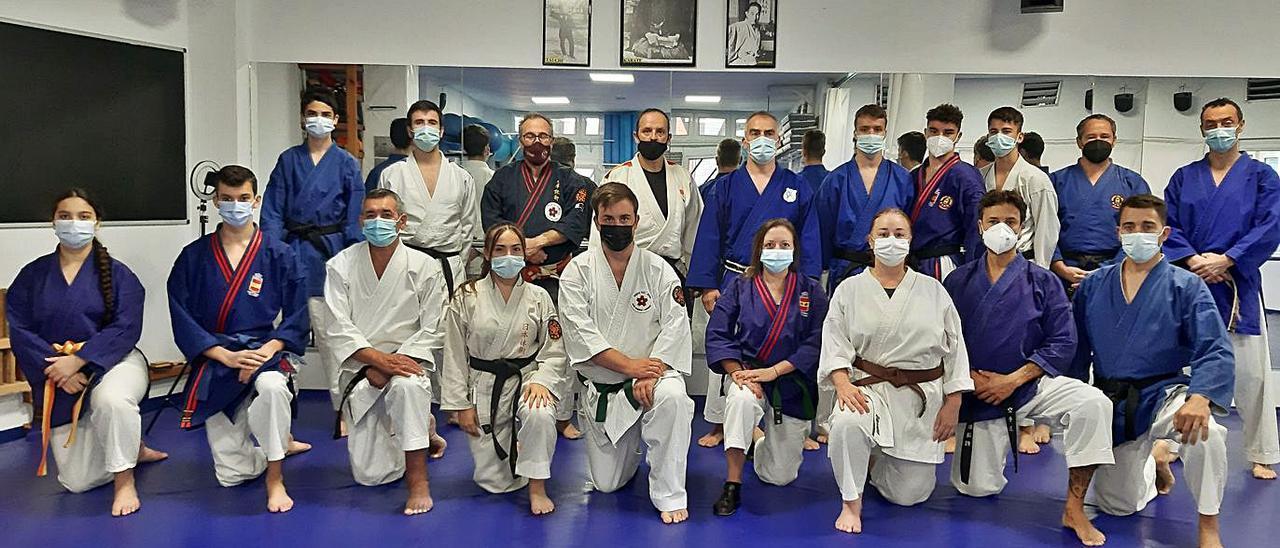 Vuelta a los tatamis con un curso de lucha en suelo    LNE