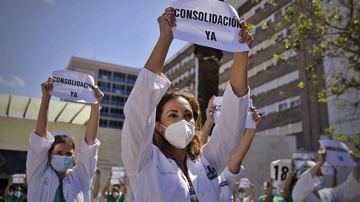 Los facultativos del Hospital Universitario de Canarias se manifiestan por la consolidación. | | DELIA PADRÓN