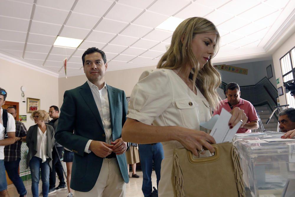 Juanma Moreno (PP) también ha votado en Málaga