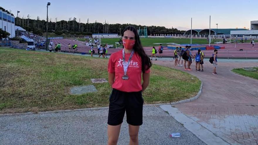 Carmen Avilés, tercera con el relevo 4x400 mixto andaluz