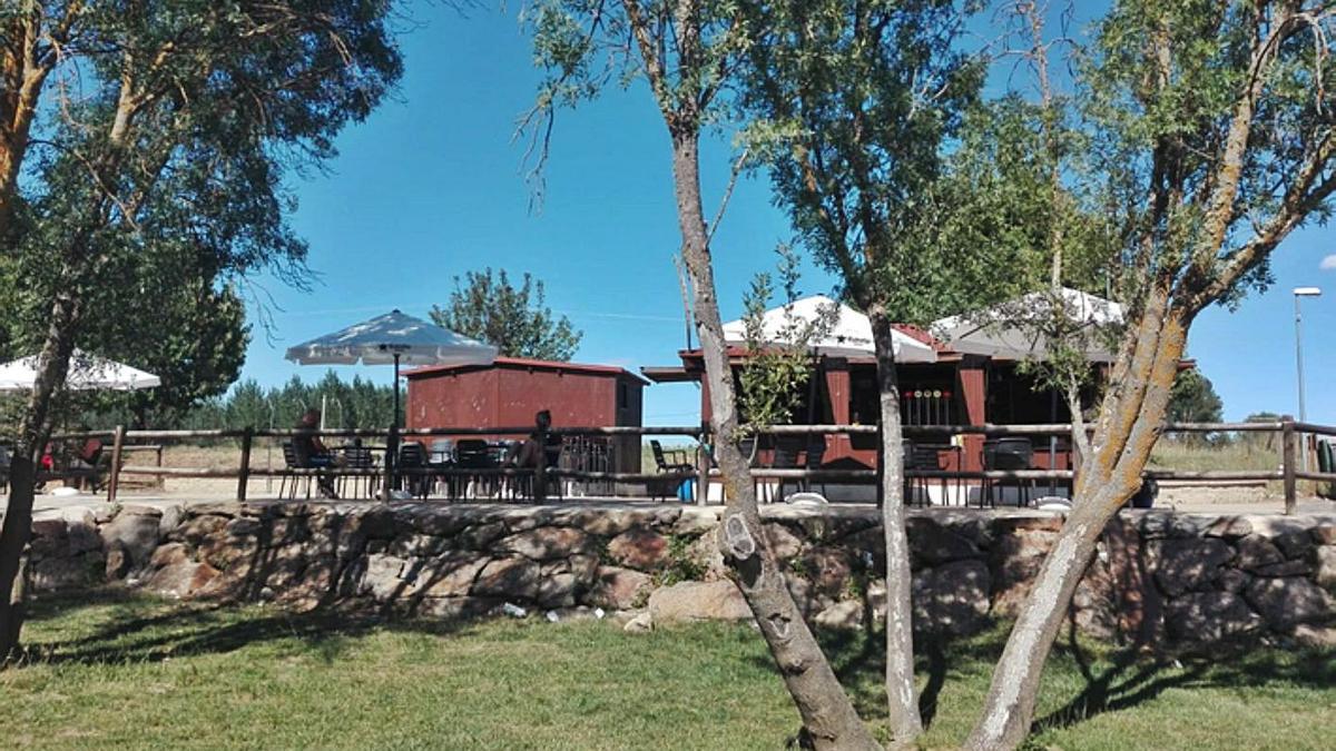 La zona recreativa junto al río Tera de Mózar de Valverde .   E. P.