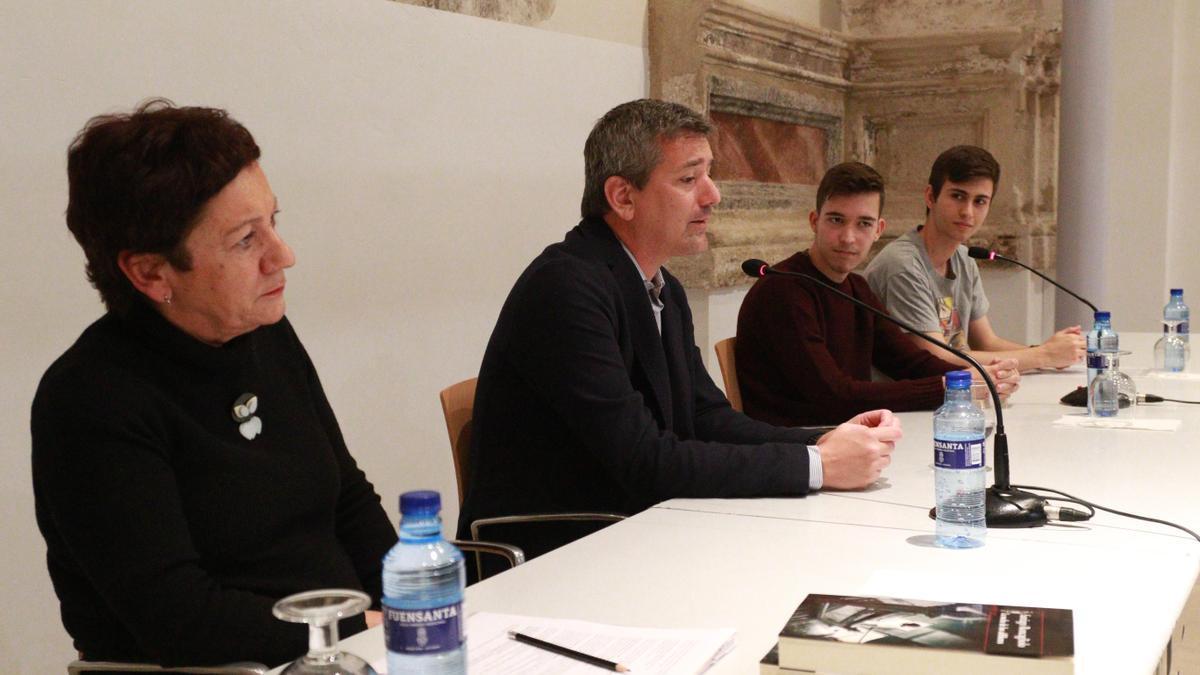 Santiago Roncagliolo en un acto en la biblioteca de Zamora.