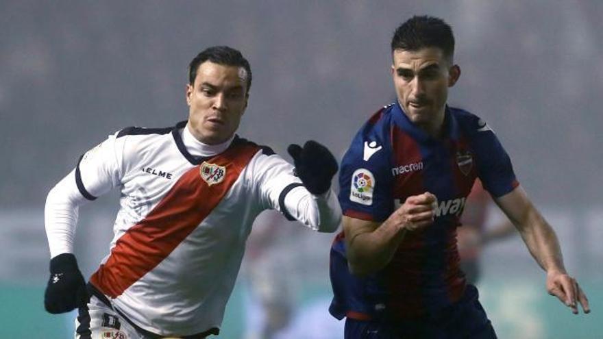El Levante UD tropieza  en Vallecas