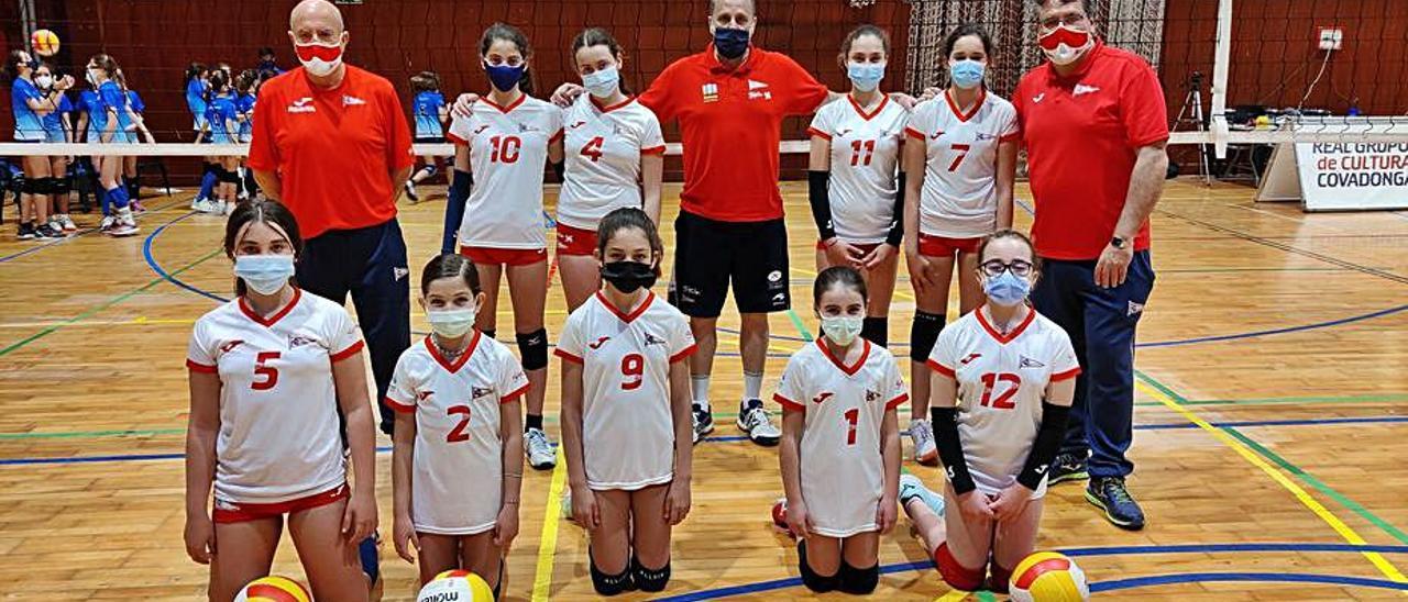 Equipo alevín de voleibol del Grupo Covadonga. | RGCC