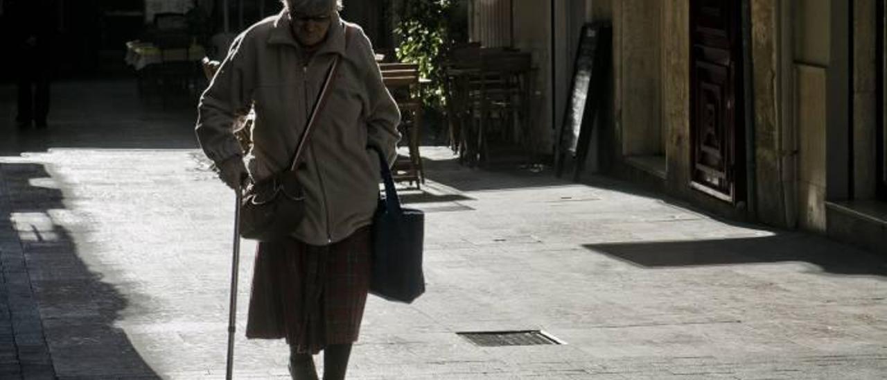El número de personas mayores que viven solas crece un 14 por ciento en dos años