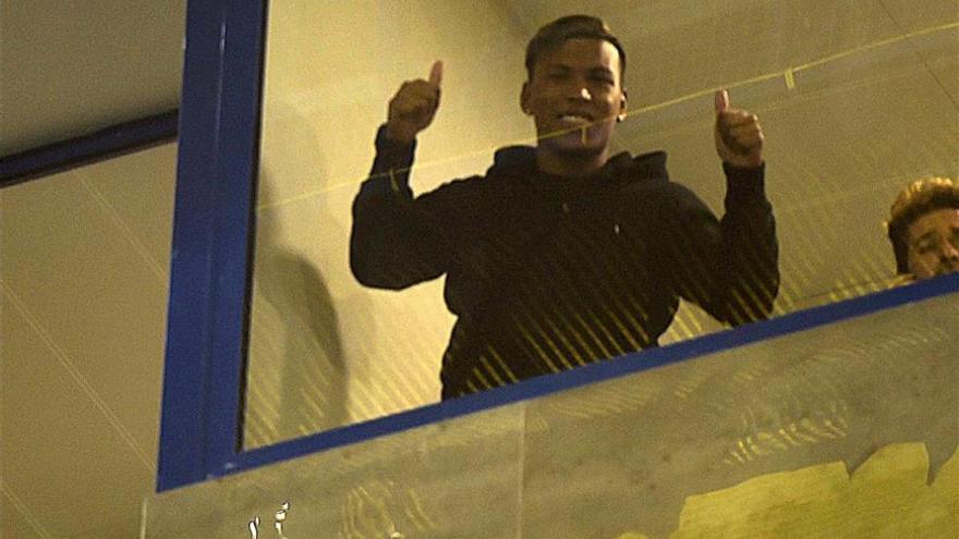 Roger Martínez, como un 'groguet' más en el Estadio de la Cerámica