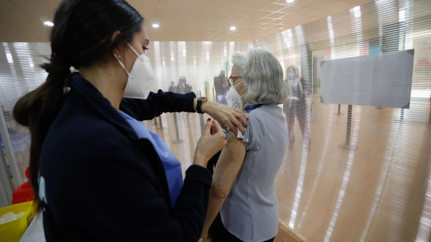 Comienza la vacunación del grupo de 59 años hacia abajo con dos meses de adelanto