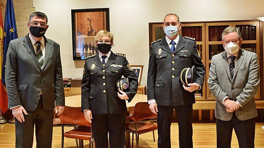 La primera jefa de la Policía autonómica visita las Corts