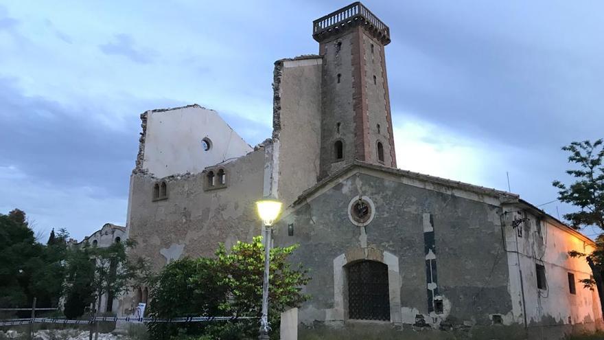 El edificio de Interés Cultural de la alcoholera de Sax se derrumba
