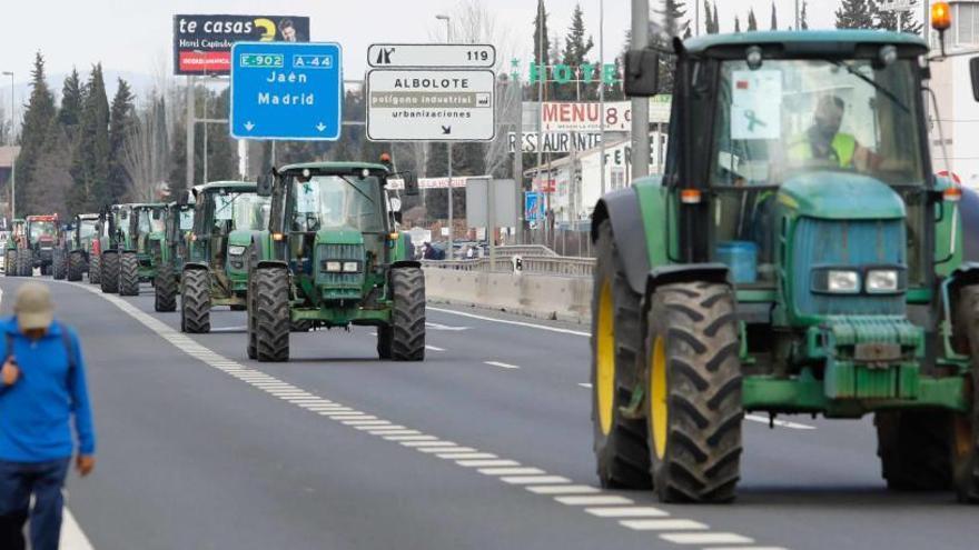 Los agricultores colapsan Granada para pedir precios justos para el campo