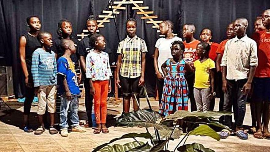 Una associació de Pont de Molins premia la creativitat d'un cor africà