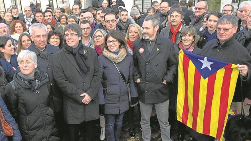 Aluvión de críticas a Puigdemont por sugerir un 'catexit'