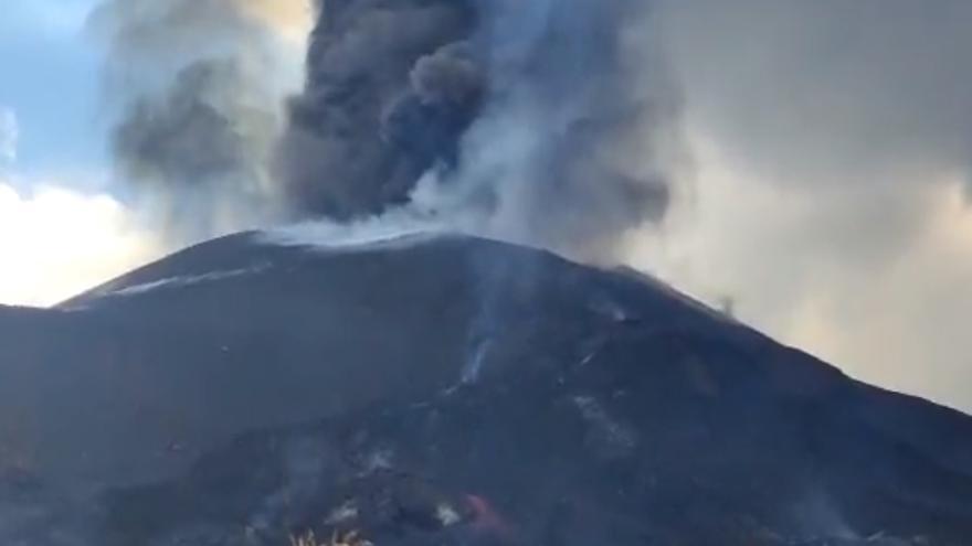 """La nueva colada del volcán de La Palma se encuentra """"bastante frenada"""" y casi """"no se ha movido"""""""