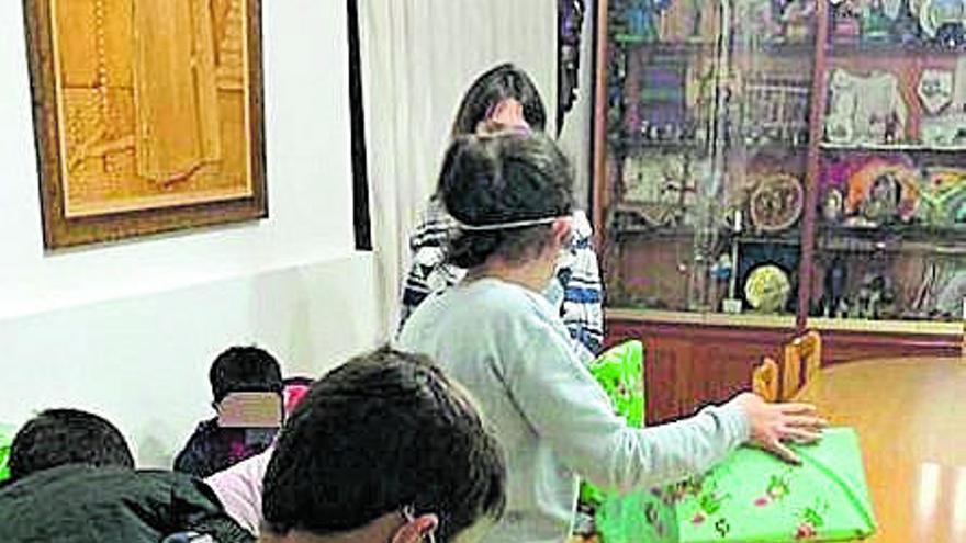 Fibra Medios Telecom entrega regalos a niños desamparados de Murcia