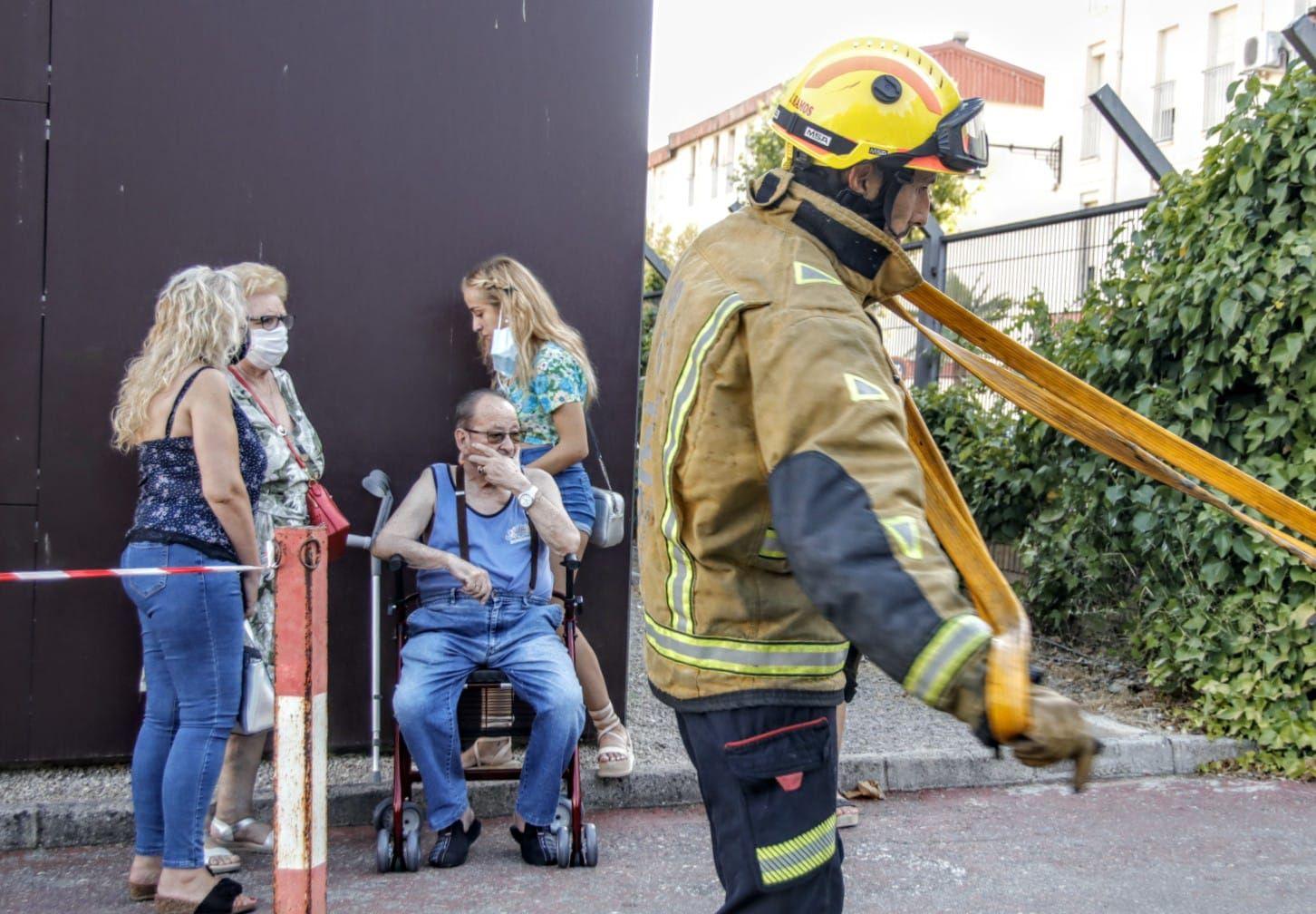 Un incendio en una vivienda de Alcoy alarma a vecinos y transeúntes