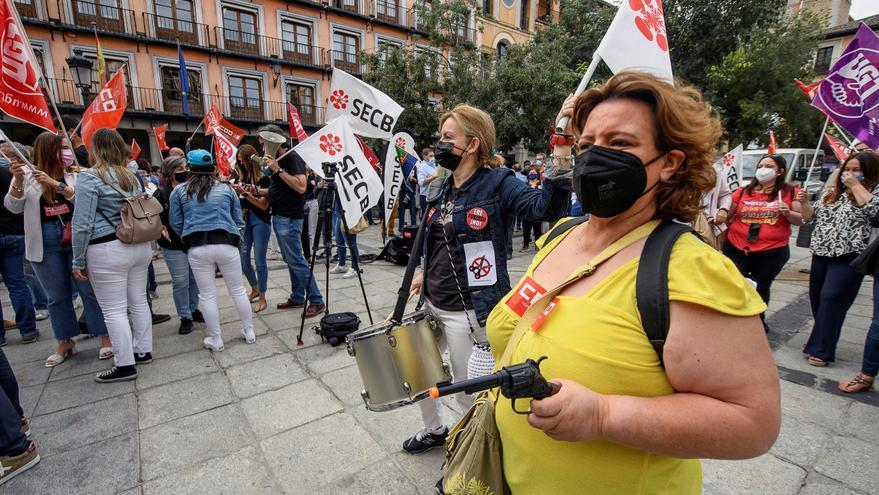 Miles de empleados de CaixaBank protestan contra los despidos en toda España