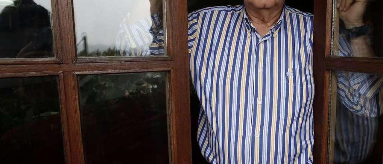 Jesús Arango, en su casa de Los Cabos (Pravia).