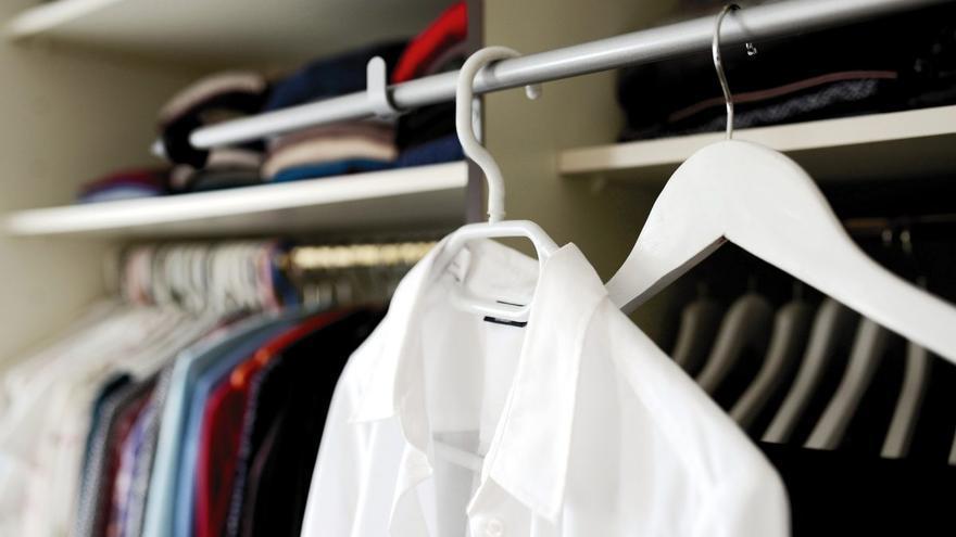 La solución más barata para ganar espacio en tu armario sin obras