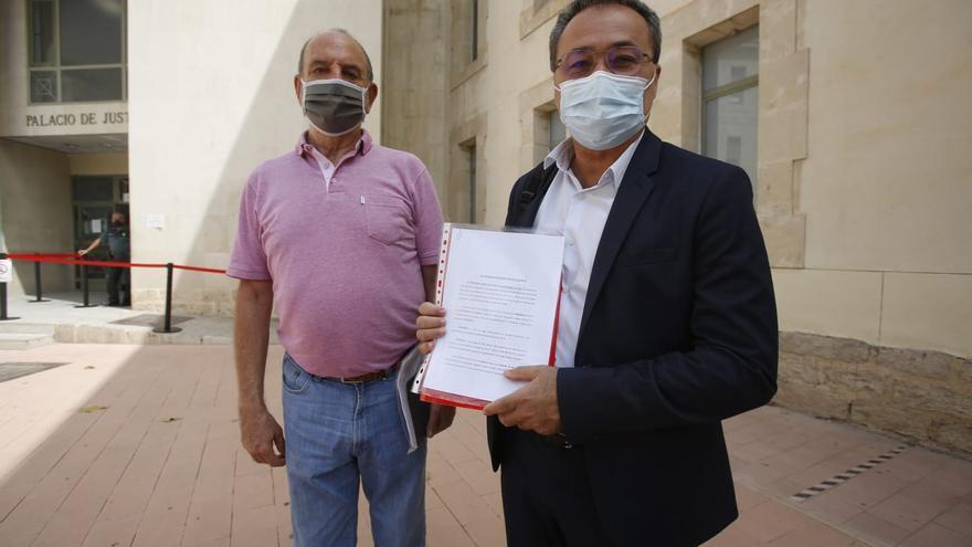 """Denuncia judicial del PSOE contra Barcala por """"presunta malversación de fondos públicos"""" por los contenedores ilegales de ropa en la vía pública"""