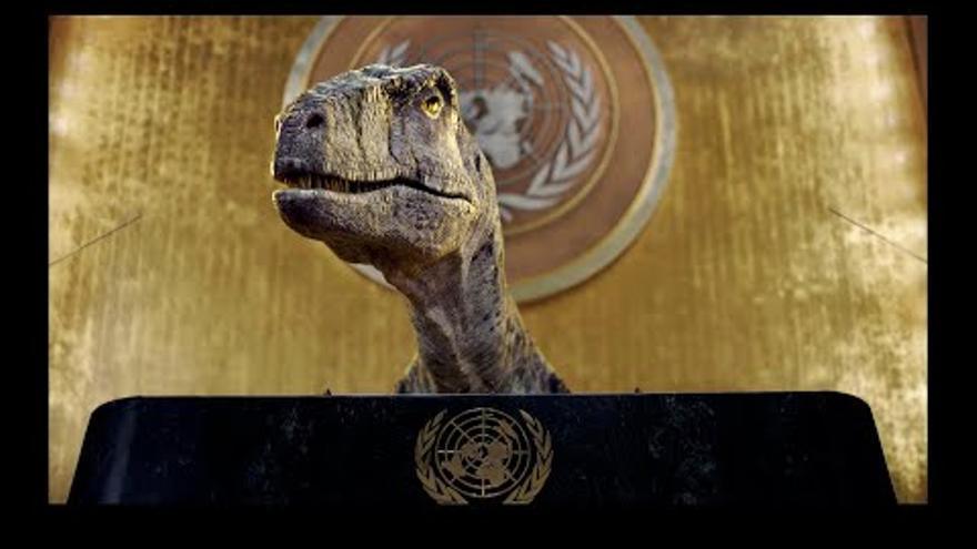 """Un dinosaure adverteix a l'ONU: """"No escolliu l'extinció. Salveu la vostra espècie abans que sigui massa tard"""""""
