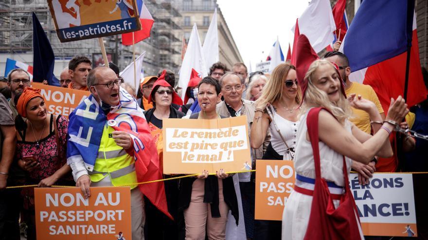 Ataques contra dos centros de vacunación en Francia
