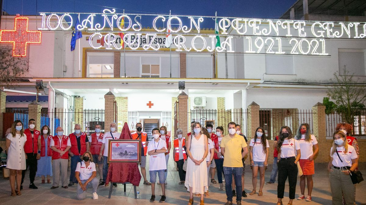 Inauguración de la iluminación especial con motivo del centenario de Cruz Roja.