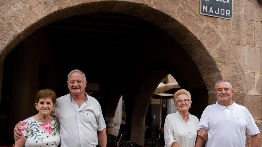 50 años juntos en Vila-real: Vajilla como regalo de bodas y luna de miel en Valencia