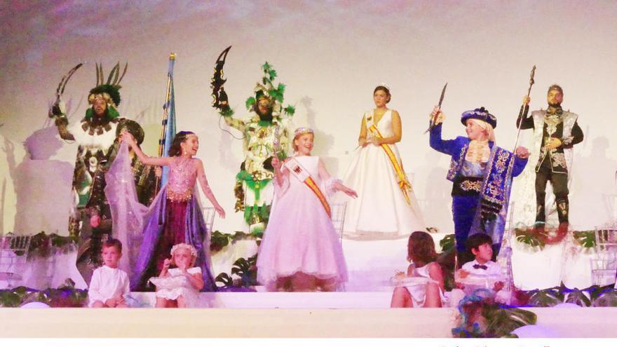 Coronan a Sofía Jiménez y Ainhoa González de Zárate como reinas mayor e infantil de las fiestas de Altea