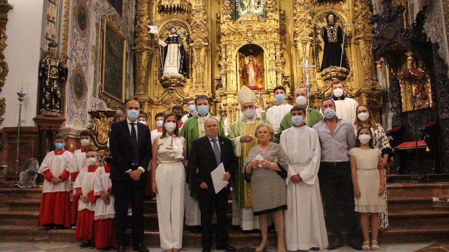 El obispo concede la Medalla de la Diócesis al lucentino Manuel Manjón-Cabeza-Berjillos