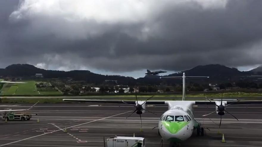 Dos cazas sobrevuelan Tenerife
