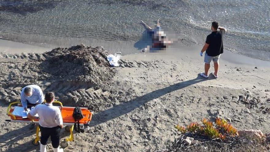 Encuentran el cadáver de una mujer en la playa de La Estaca en Orihuela Costa