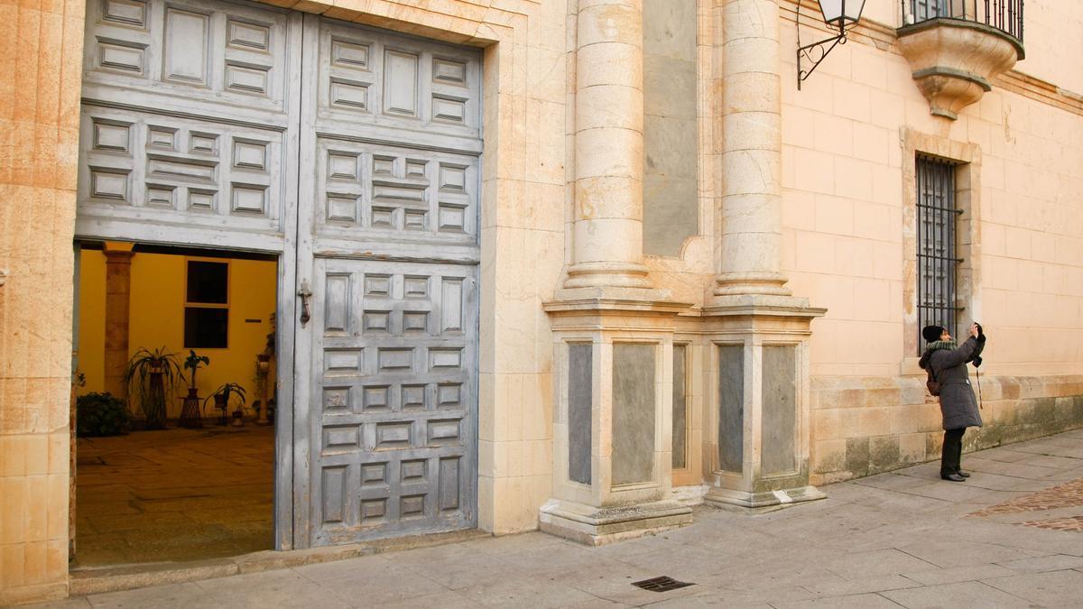 Antigua sede del Obispado (ahora ha sido trasladado a la calle Ramos Carrión).