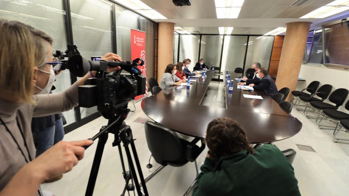 Reunión entre la conselleria de Sanitat, la FFCV y Confedecom, este martes.