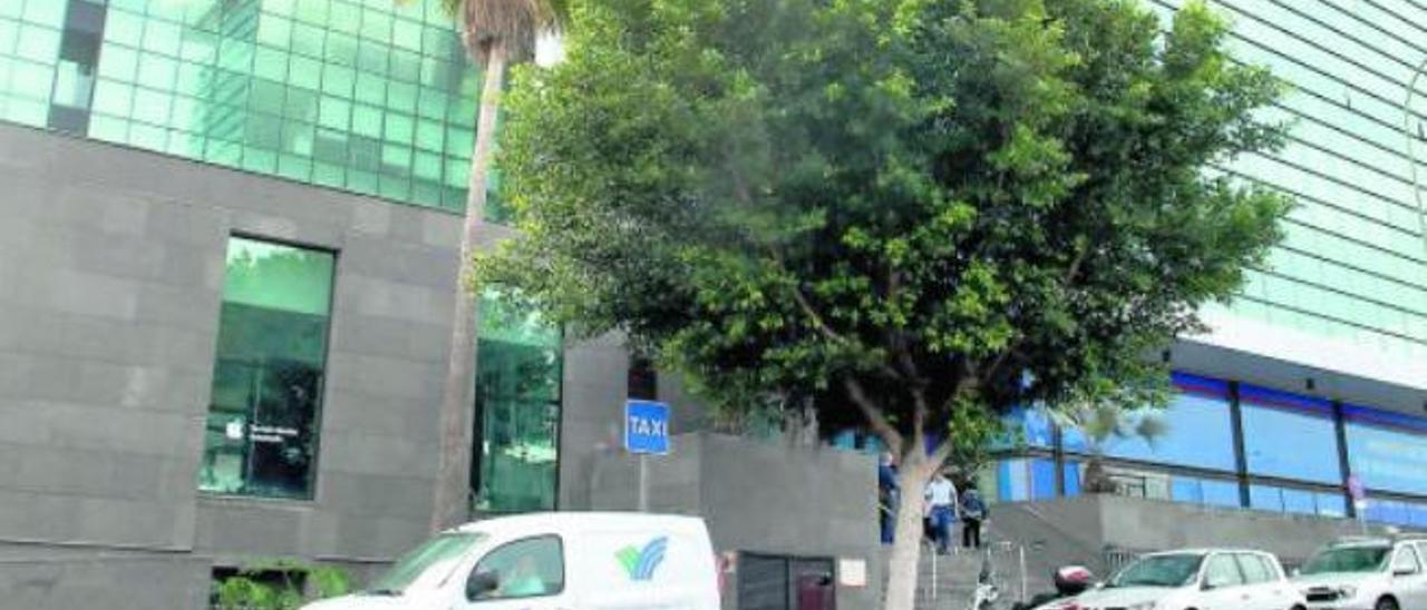 Fachada de la sede de Emalsa, en la avenida Juan Carlos I.