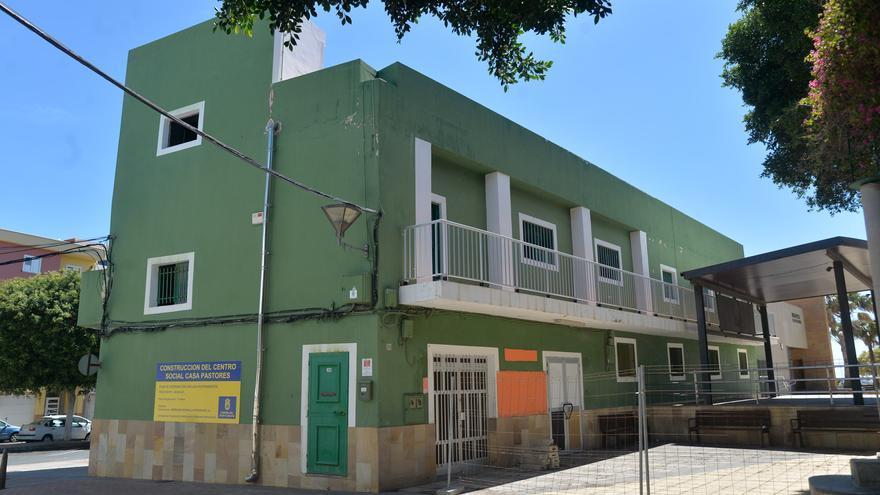 Santa Lucía demolerá el centro social de Casa Pastores y construirá uno nuevo