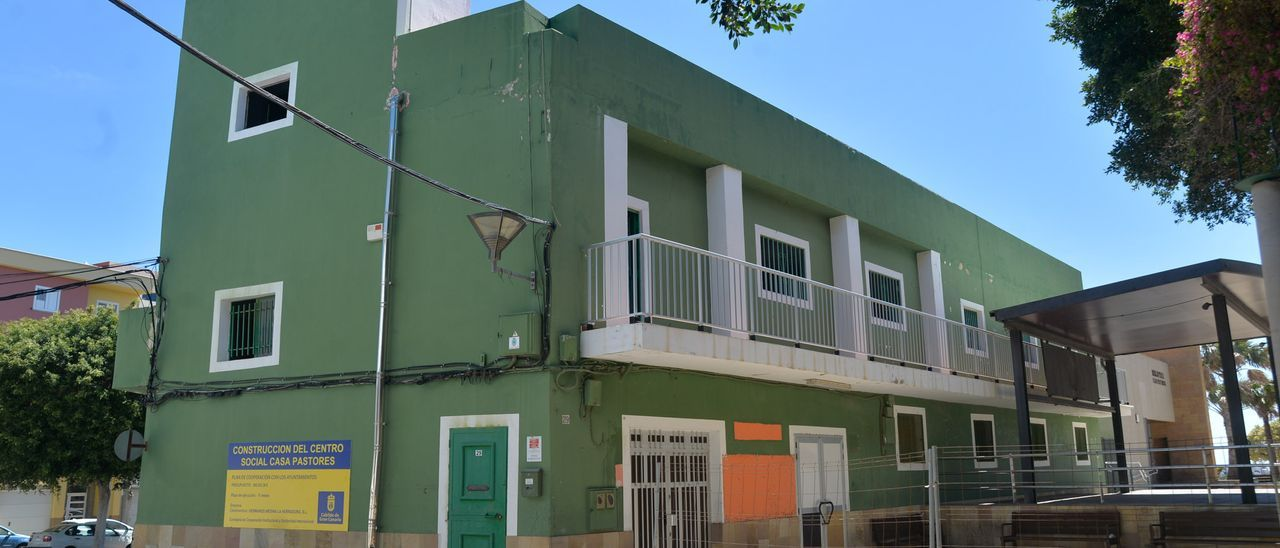 El edificio del centro sociocultural de Casa Pastores será demolido en los próximos días