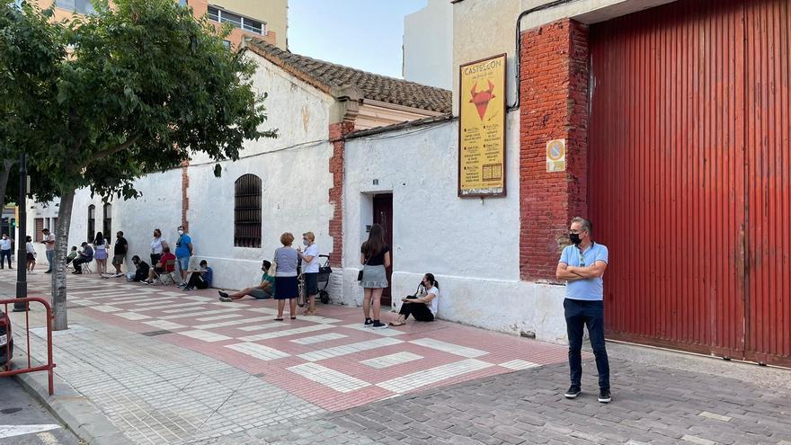 Colas desde las 6.00 para conseguir una entrada a los toros en Castelló