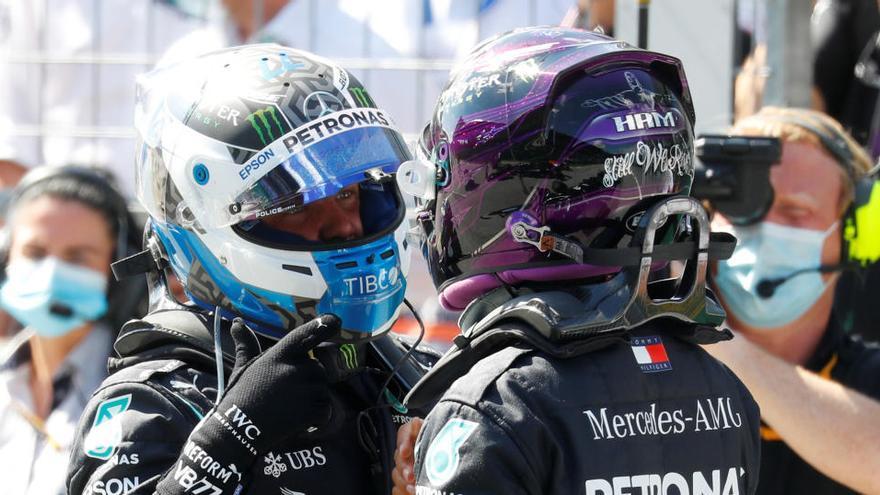 Els Mercedes dominen en el retorn de la Fórmula 1