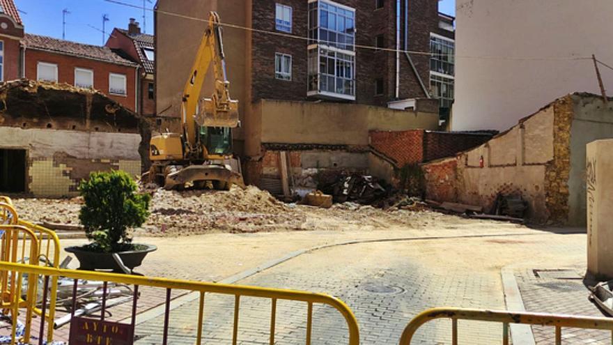 Benavente: Ejecutada la orden de derribo de un inmueble en la calle Ronda Rancha con San Antón