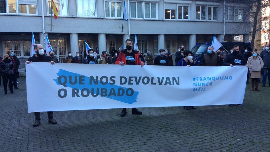"""Los 'nueve de Cornide' defienden una """"acción pacífica"""" y los Franco les acusan de coacción"""