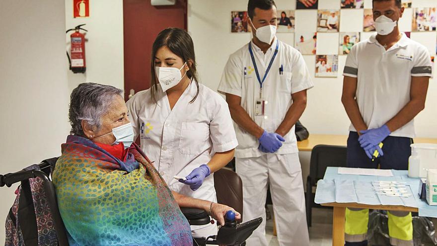 Las residencias canarias empiezan a notar el impacto positivo de la vacuna