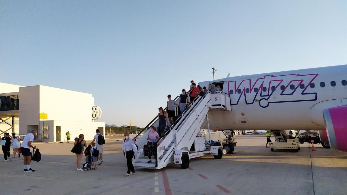 Aeropuerto de Castellón. Turistas procedentes de un vuelo con Budapest.
