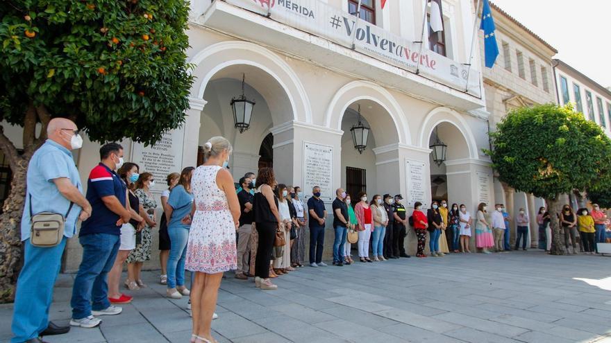 Minuto de silencio por Olivia y Anna en Mérida