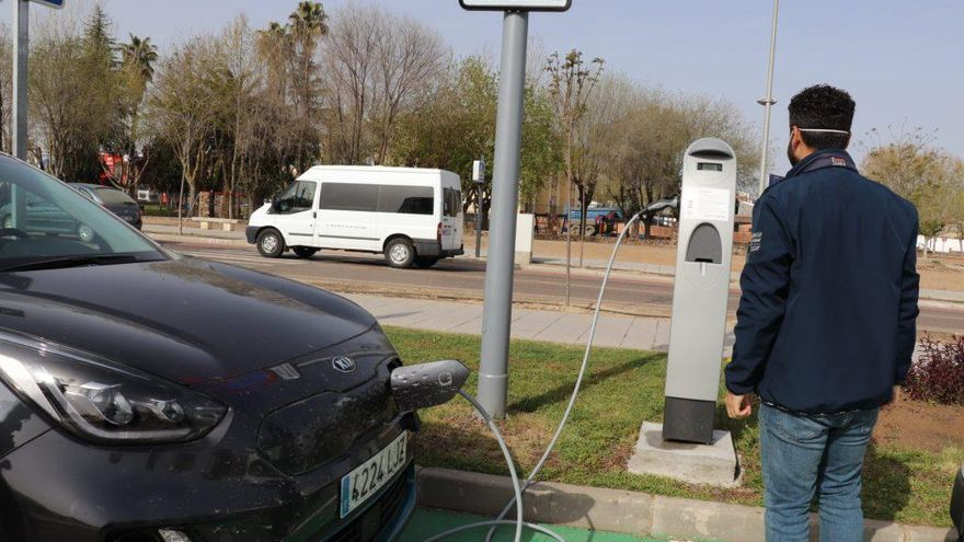 Ya funciona el nuevo punto de recarga de vehículos eléctricos de Villanueva de la Serena