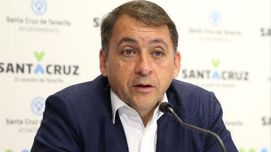 """Bermúdez pide una estrategia comercial """"definida y ambiciosa"""" para el puerto de Santa Cruz"""