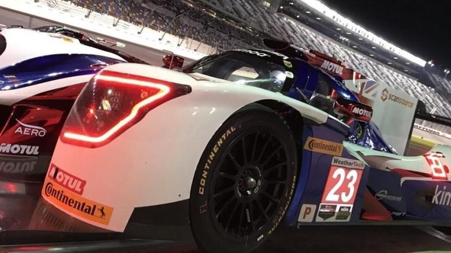 Fernando Alonso prueba la noche en Daytona