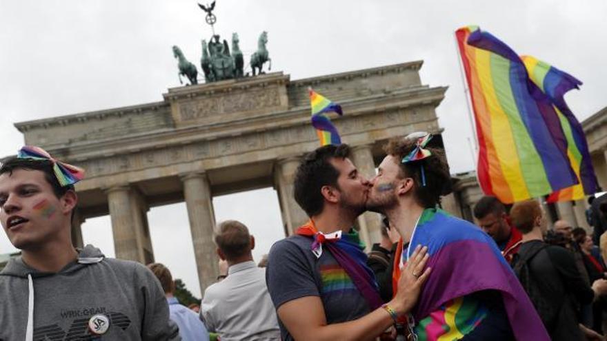 Alemania da luz verde al matrimonio homosexual con el voto en contra de Merkel